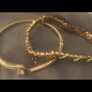 Jewelry - 2 gold plated bracelets